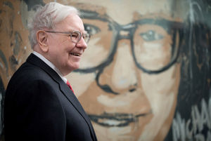 Photo: Matt Miller / The World-Herald  Warren Buffett with a large image of himself in the lobby at UNO's Mammel Hall in 2013.