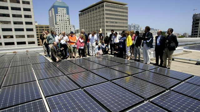 A group of people tour the solar panels on the top of the Moscone Center in San Francisco. (David Paul Morris/Getty Images)